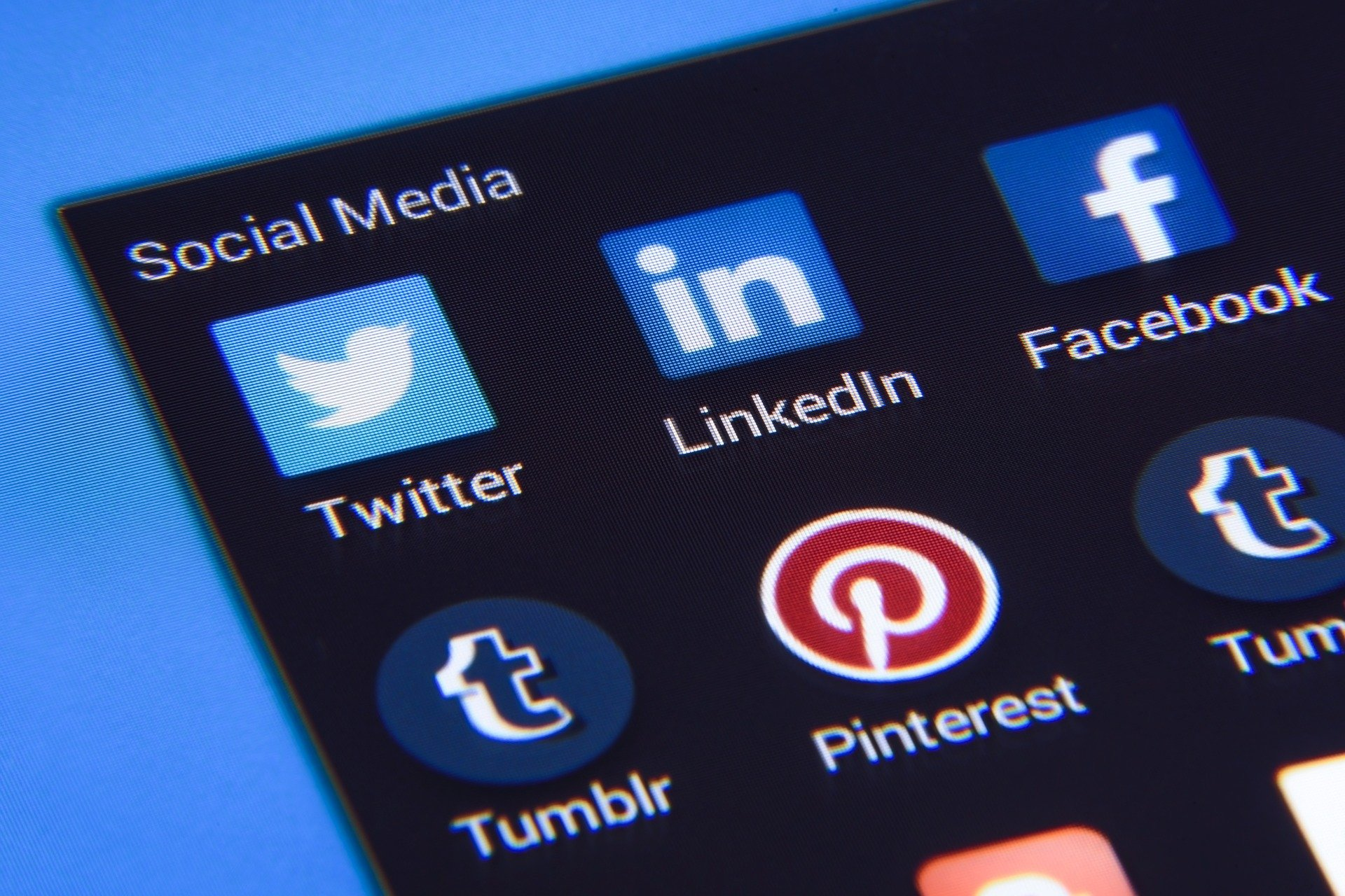 social media is key when starting an online business